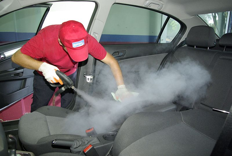 Чем чистить салона автомобиля своими руками